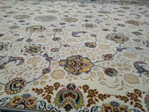 فرش شاهکار صفویه طرح افشان زمینه کرم